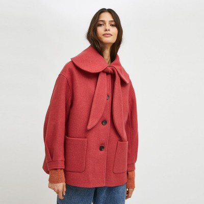 Short coat with large collar and pink bow